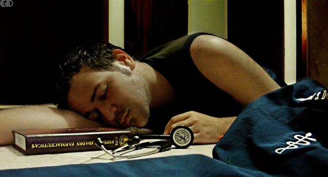 """Genial contraportada e-revista @amytsmedicos: """"Médicos sin descanso"""", por @mlalanda. Gracias"""